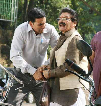 Asrani and Akshay Kumar in a Movie