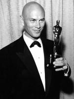 Yul Brynner receiving award