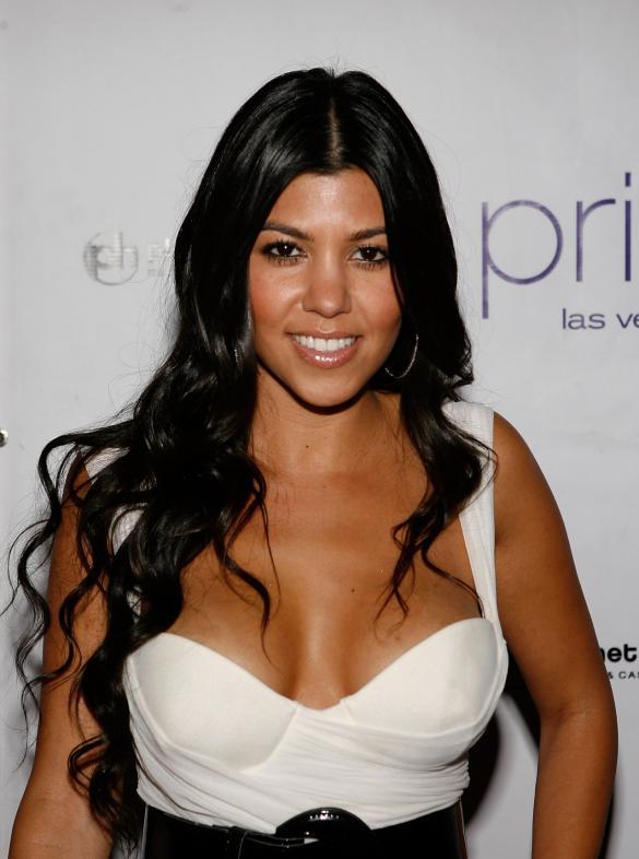 Kourtney Kardashian Profile Biodata Updates And Latest