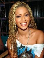 Beyonce Knowles similing picture