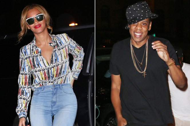 Modal Trigger Beyoncé snaps selfies during date with Jay Z