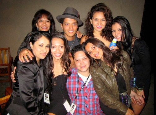 Bruno Mars With her sisters