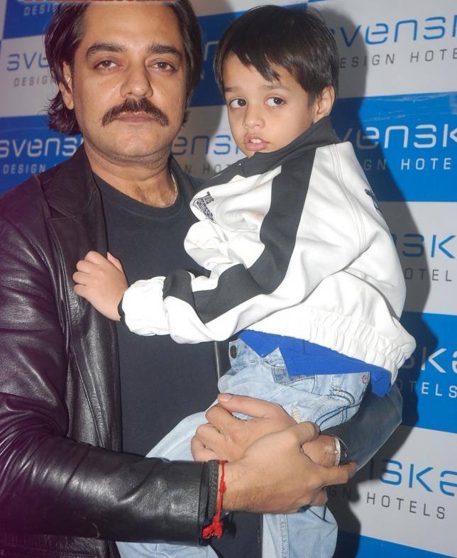 Chandrachur Singh with his son