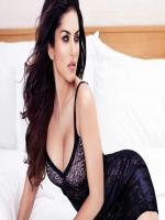 Sunny leone Wallpaper on bed