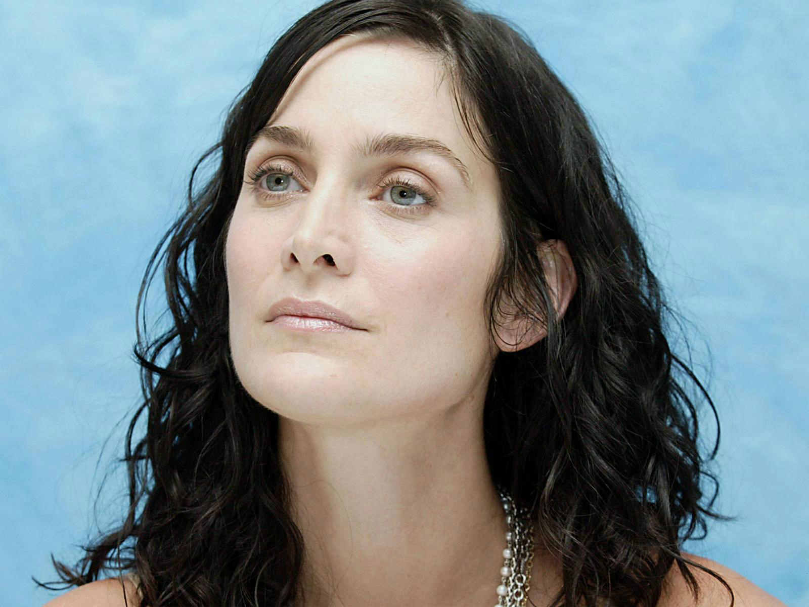 Carrie Anne Moss Latest Photo