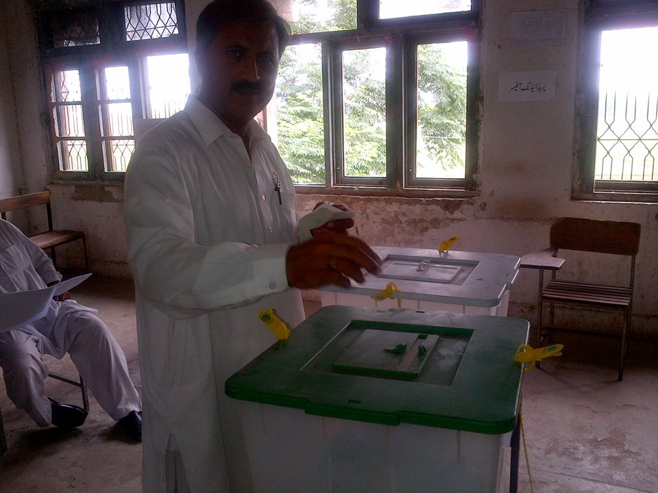 Engr. Hamid ul Haq casting his vote