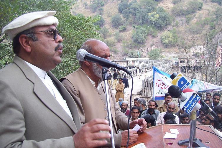 Muhammad Azhar Khan Jadoon durring speech