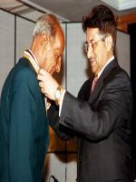 Israr Ali Receiving Medal From President Of Pakistan