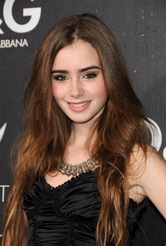 Lily Collins Latest Wallpaper