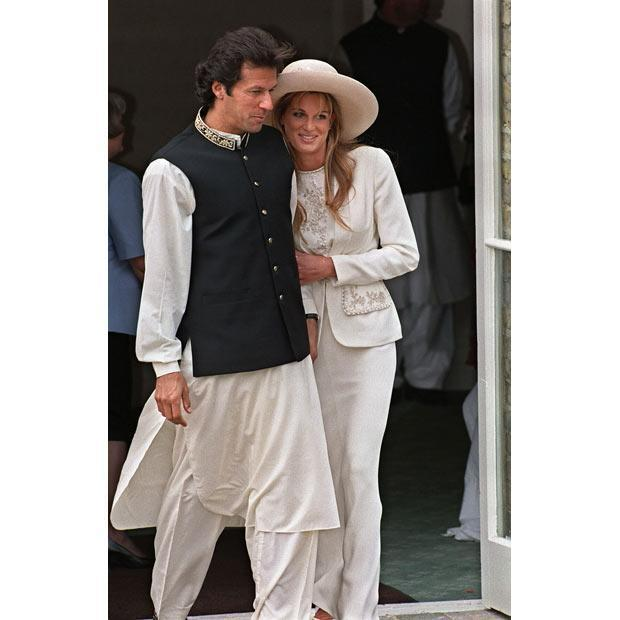 Imran khan with his wife.... looks cool...