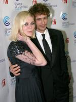 Kirsten Dunst and James Franco getting cosy!