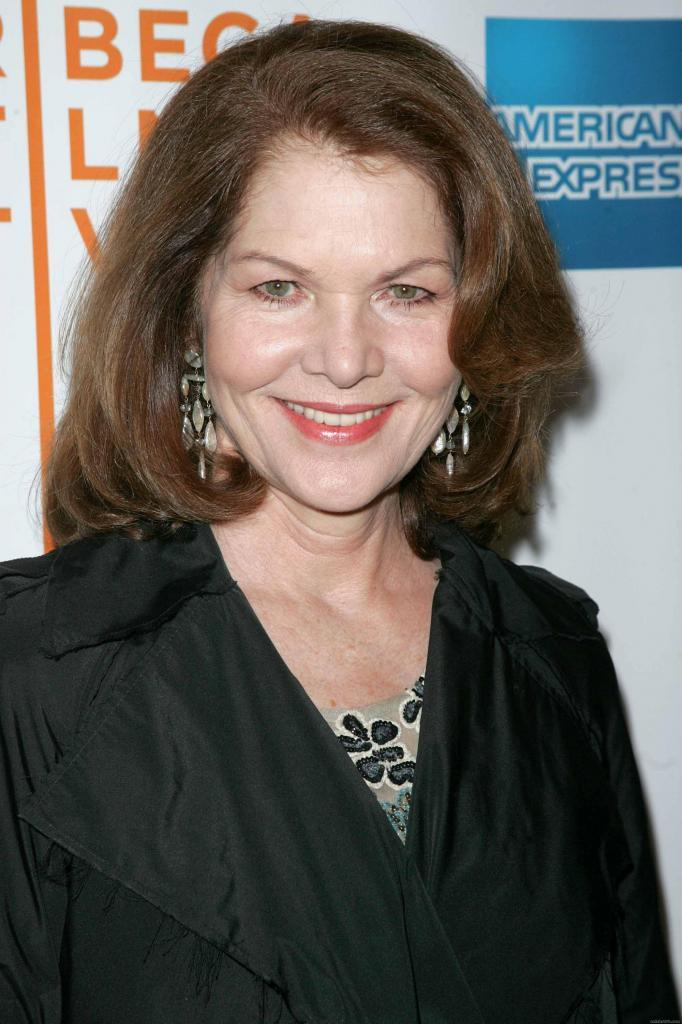 Lois Chiles earned a  million dollar salary, leaving the net worth at 2 million in 2017