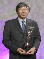 Patrick Soon-Shiong with Award