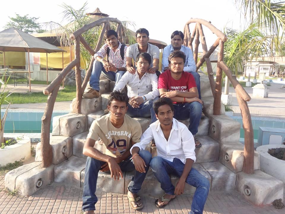 Mr Rajpoot with friends (Source: www.facebook.com)