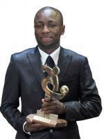 Pablo Armero receving award