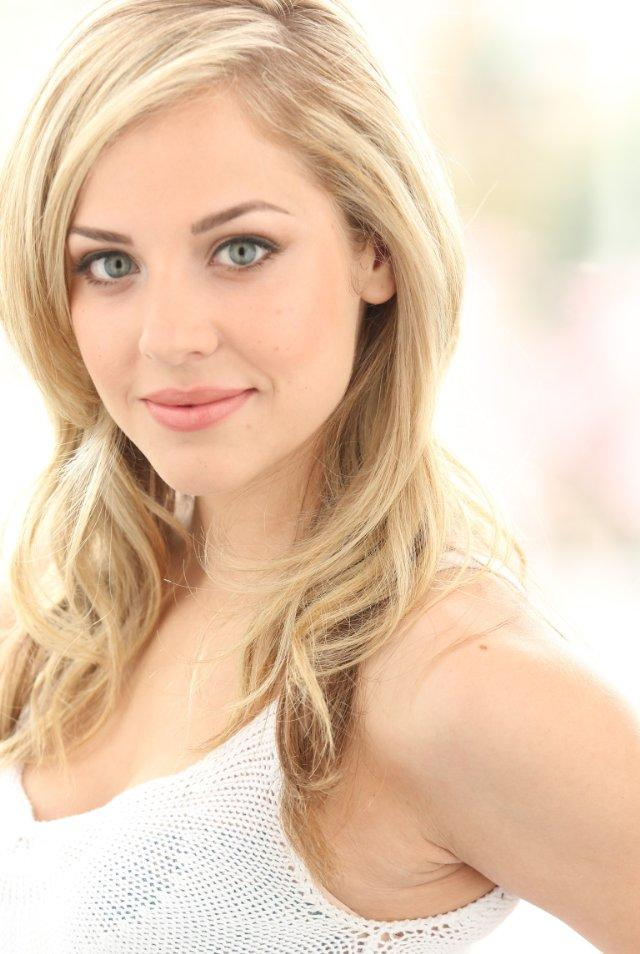Mackenzie Porter Profile Biodata Updates And Latest Pictures Fanphobia Celebrities Database