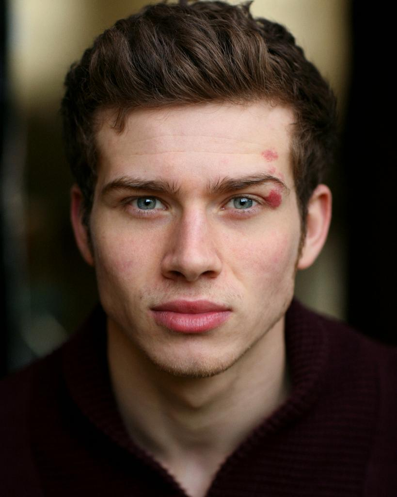 Oliver Stark Profile, BioData, Updates and Latest Pictures | FanPhobia ...