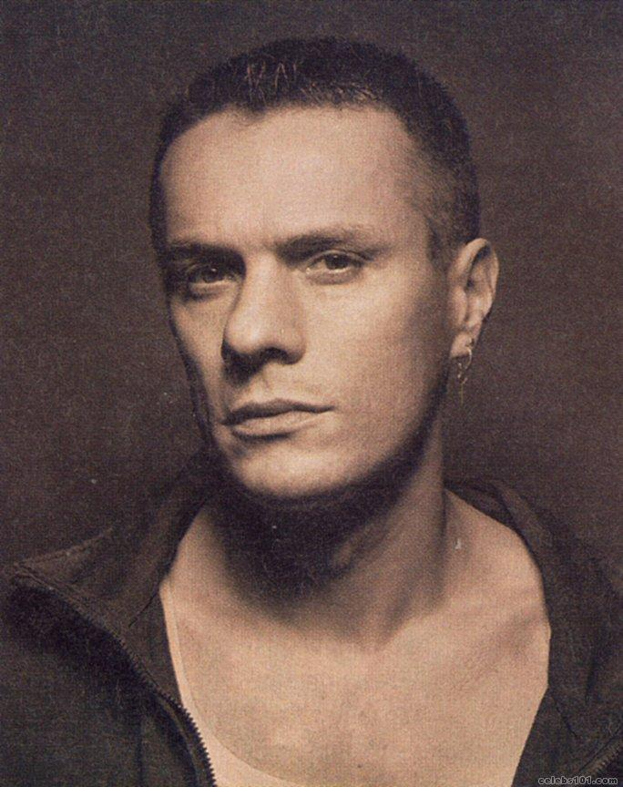 Larry Mullen Jr  Profile, BioData, Updates and Latest