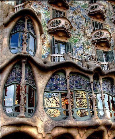 Stunningly artistic architecture, Casa Battlo, Gaudi