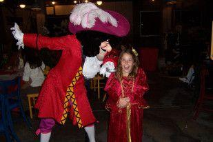 Tips on what to say to Disney characters in the park to get fun intera