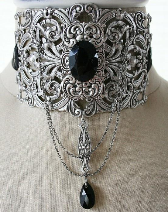 This is an amazing necklace. I'd love to see a more modern expression