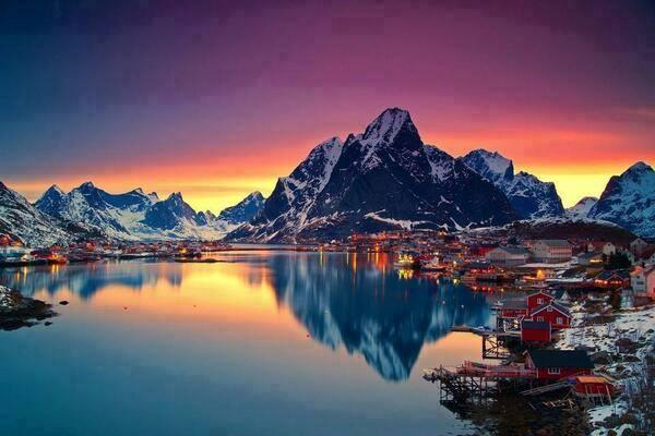 Experience Midnight Sun in Lofoten Norway... this is soooo amazing!