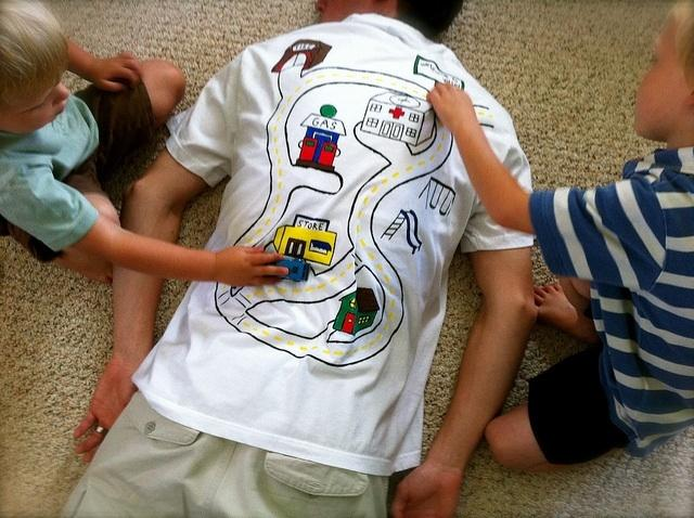 How to get your kids to give you a back massage. Definite win.