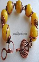 Handmade Jewelry Ideas Love this, but especially love the clasp.