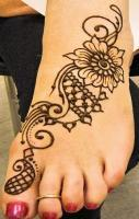 Mehndi Simple design for foot