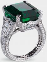 Centered by a 13.73 carat emerald and featuring 14 baguette diamonds and 251 round diamonds totaling 5.62 carats. Via Diamonds in the Library