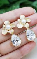 Wedding Jewelry Bridal Earrings Bridesmaid Earrings flower ear posts w