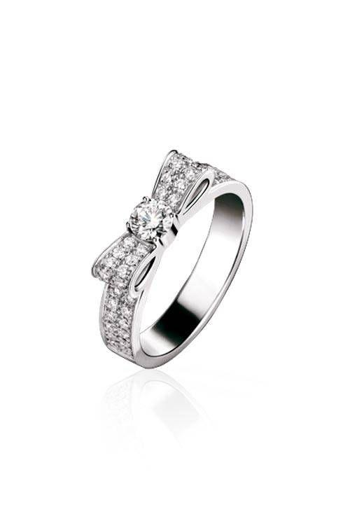 1932 ring in 18k white gold and diamonds