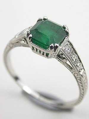 Vintage emerald engagement ring - Beautiful!