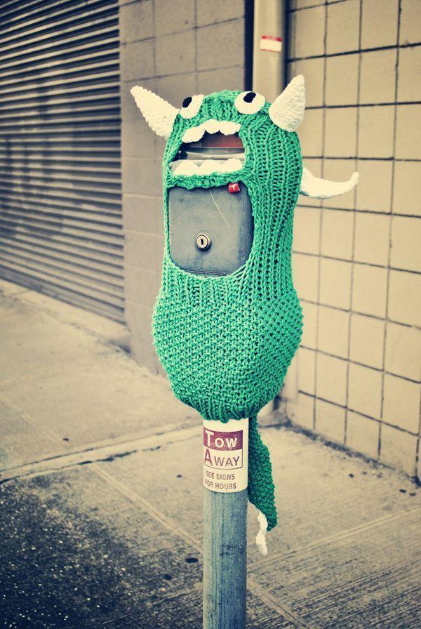 Hanasaurusrex RAWR! Excellent yarn bomb!