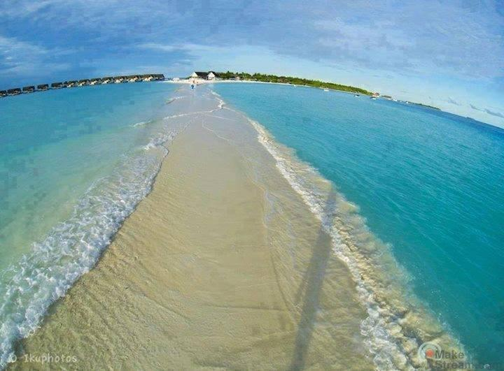Natural walkway in Maldives... isn't that amazing