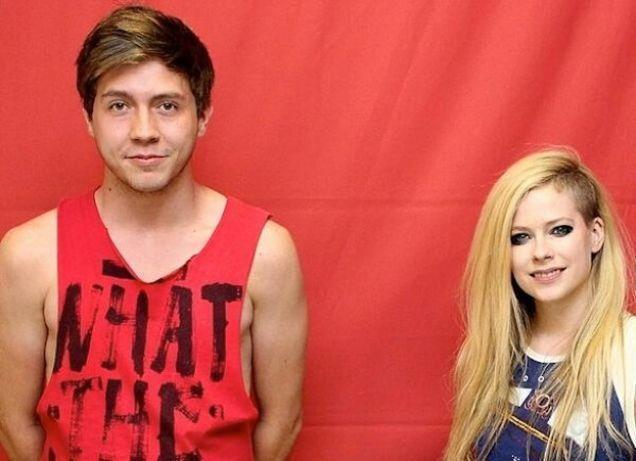 Fans spend $400 to stand an arm's length away from Avril Lavigne. Ins