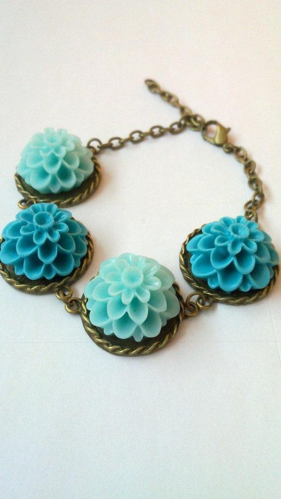 Flower bracelet. Turquoise. Light Blue. Antique brass chain