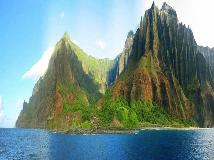 Na Pali Coast on the island of Kauai, Hawai'i... amazing, isn't it