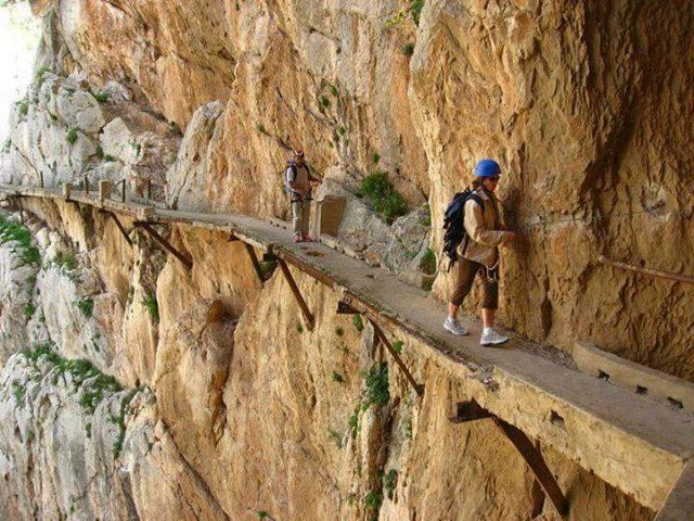 One of The Most Dangerous Walkways in the World !!