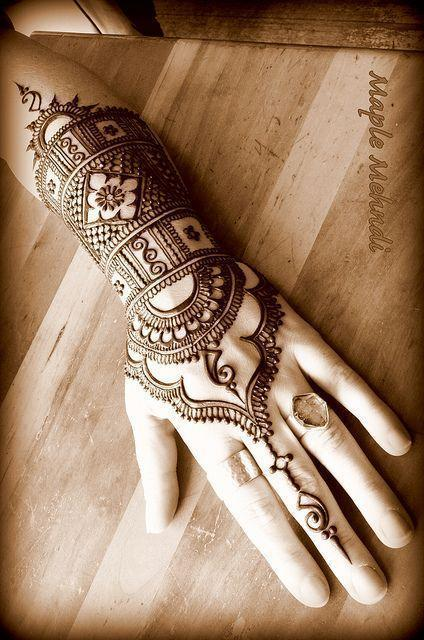 Maple Mehndi Hand