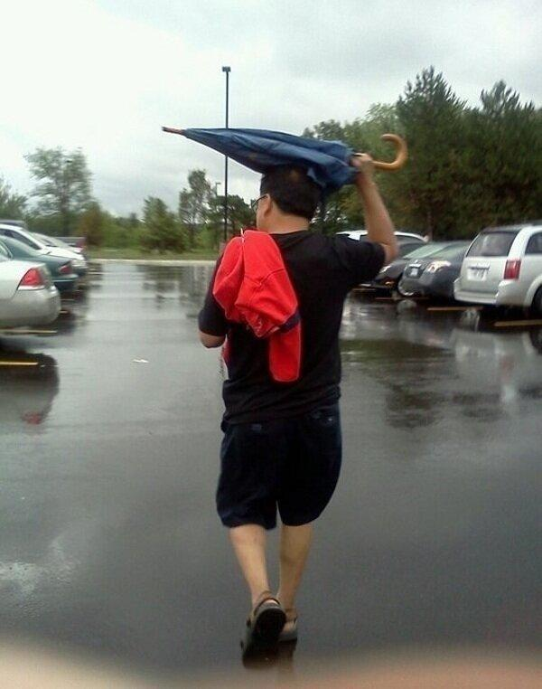Anyone that uses an umbrella like this.. 35 Ridiculously Dumb People T