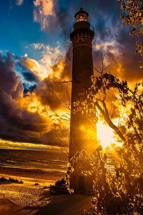 A romantic lighthouse... amazing!